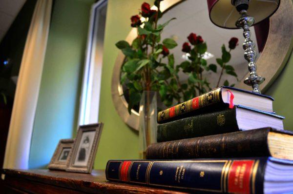 Livres dans bibliothèque