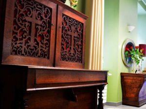 Piano dans salle de réunion